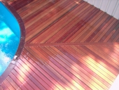 hardwood-decking-by-pool-changing-directions