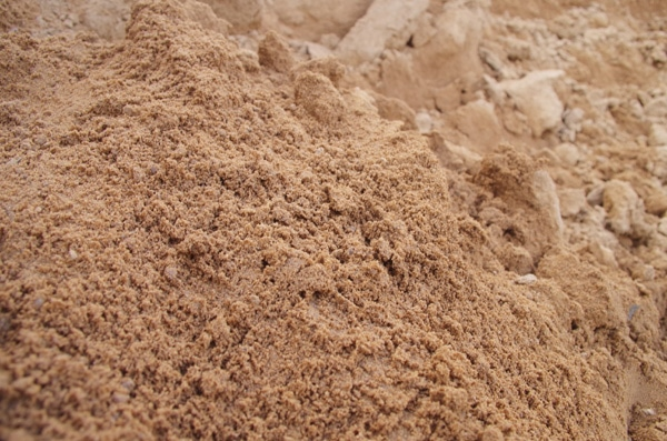 sandy soil Sandy soil has its advantages it drains well, is easy to dig in and warms up faster in spring than clay soils, meaning that plants start growing earlier [.